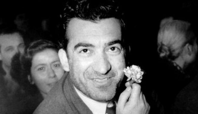 """Νίκος Μπελογιάννης: """"Με ένα γαρύφαλλο ξεκλείδωσε όλη την αθανασία"""""""