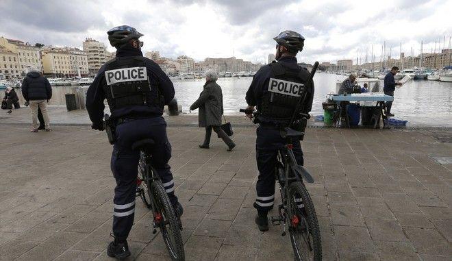 Σε επιφυλακή για τρομοκρατικό τα Χριστούγεννα η Γαλλία