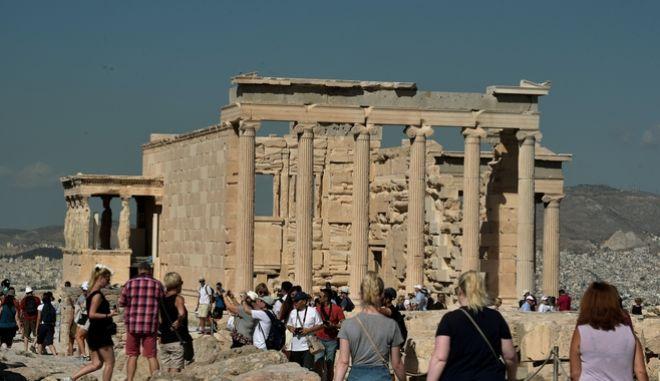 Στιγμιότυπα από τον βράχο της Ακρόπολης νωρίς το πρωί