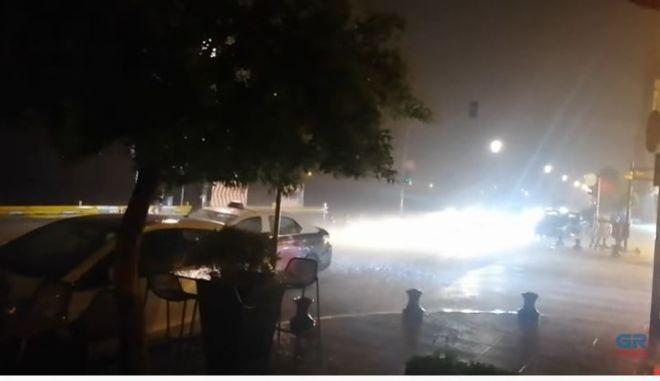 Έντονη βροχόπτωση σημειώθηκε το βράδυ της Τετάρτης στο κέντρο και στα προάστια της Θεσσαλονίκης