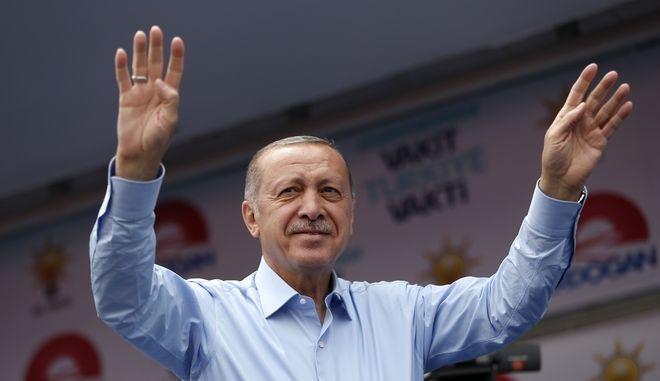 Ο Ρετζέπ Ταγίπ Ερντογάν σε προεκλογική του ομιλία στην Κωνσταντινούπολη
