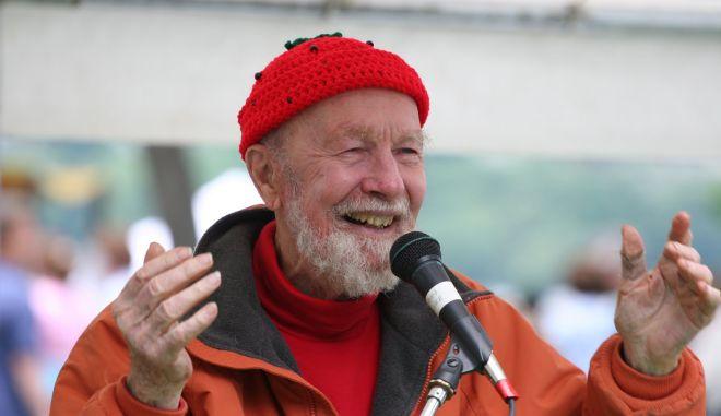 Πέθανε ο πατέρας της φολκ και ακτιβιστής κατά του πολέμου, Πιτ Σίγκερ