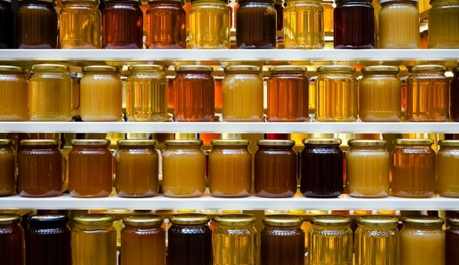 Βάζα με μέλι - φωτογραφία αρχείου