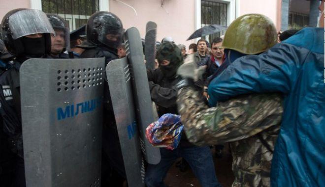 Συνθήκες εμφύλιου πολέμου στην Ουκρανία. Ελικόπτερο του στρατού κατερρίφθη κοντά στη Σλαβιάνσκ