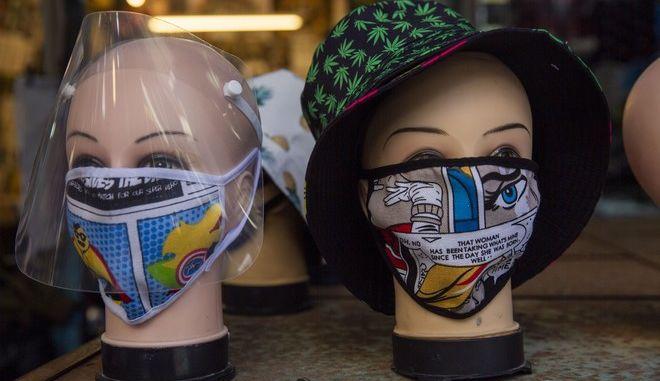 Υφασμάτινες μάσκες.