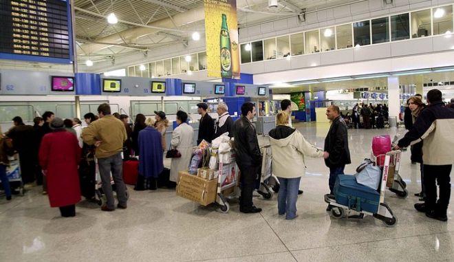 """Προβλήματα από την ομίχλη στη λειτουργία του αερολιμένα """"Μακεδονία"""""""