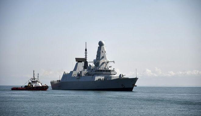 Το βρετανικό πολεμικό πλοίο HMS Defender