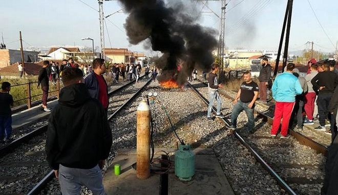 Λάρισα: Κατάληψη σιδηροδρομικής γραμμής από κατοίκους