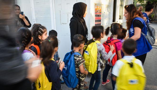 Παιδιά που φιλοξενούνται σε δομή φιλοξενίας προσφύγων
