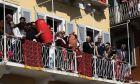 """Πρώτη Ανάσταση στην Κέρκυρα με τη ρίψη των """"μπότηδων"""" το Μεγάλο Σάββατο"""
