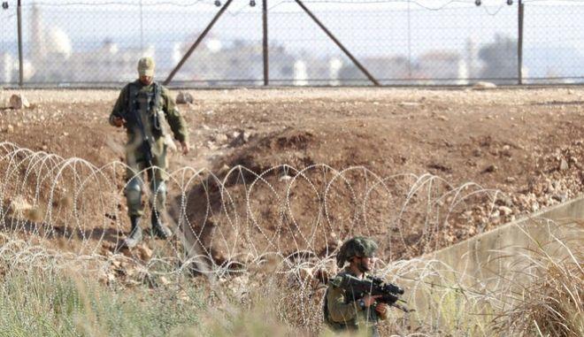 Ισραηλινοί στρατιώτες ψάχνουν τους Παλαιστίνιους που απέδρασαν κοντά στην πόλη Τζενίν