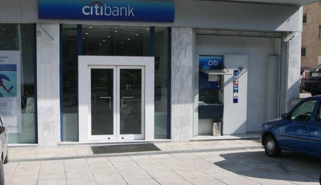 Φάρσα το απειλητικό τηλεφώνημα για βόμβα σε τράπεζα
