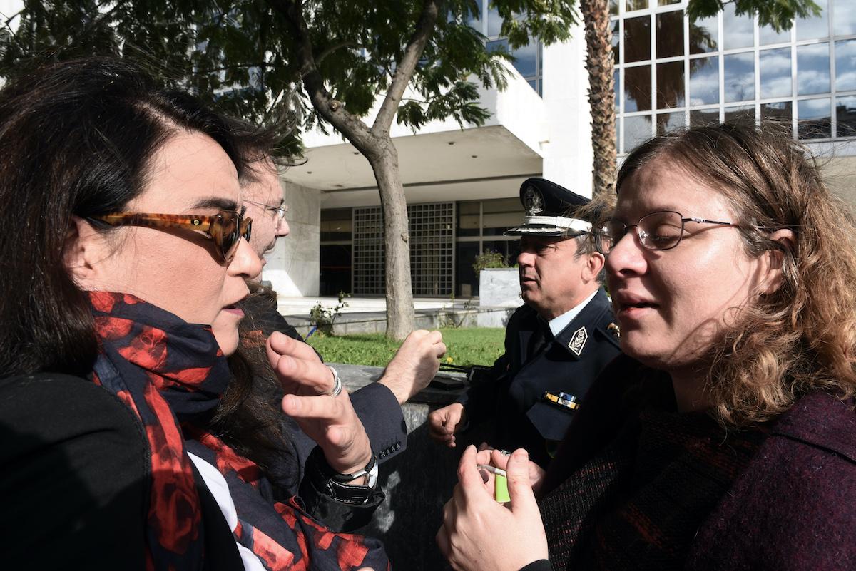 Επεισόδιο προκλήθηκε το πρωί της Τετάρτης 1 Νοεμβρίου 2017, στο Εφετείο, όπου συνεχίζεται η δίκη της Χρυσής Αυγής, από ομάδα χρυσαυγιτών, οι οποίοι πέταξαν τρικάκια, φώναξαν συνθήματα και επιτέθηκαν σε επιβάτες τρόλει χτυπώντας δύο γυναίκες, η μία από τις οποίες είναι δικηγόρος που συμμετέχει στη δίκη.