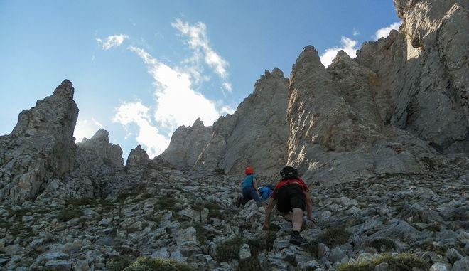 Ανάβαση στην κορυφή του Ολύμπου από ομάδα ορειβατών. Φωτο αρχείου.