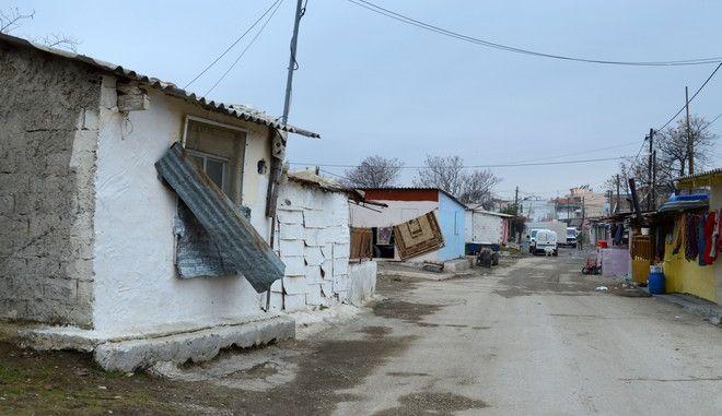 """Στιγμιότυπο από τον συνοικισμό """"Αλάν Κουγιού"""" όπου έμενε ο 6χρονος Μεχμεταλή Σεζάλ στην Κομοτηνή, την Τρίτη 24 Ιανουαρίου 2017. (EUROKINISSI)"""