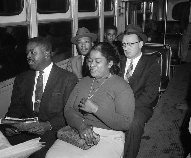 Η πρώτη διαδρομή με λεωφορείο μετά την κατάργηση του διαχωρισμού