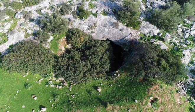 Σπήλαιο δολίνη: Εδώ ζούσαν πάνθηρες, 45 λεπτά από το κέντρο της Αθήνας