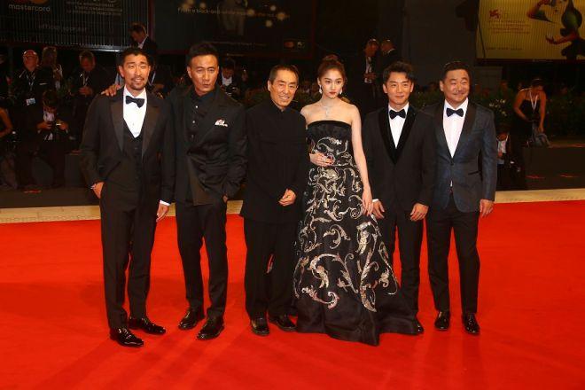 Ο Ζανγκ Γιμού και το καστ της
