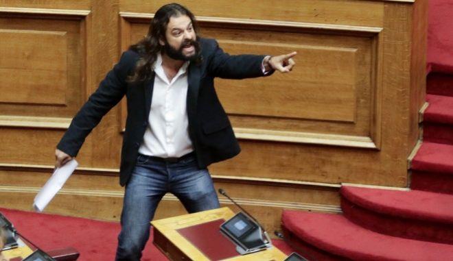 Ο Κώστας Μπαρμπαρούσης στη Βουλή