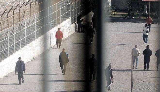 Έκθεση-ντροπή για την Ελλάδα. Αστυνομική αυθαιρεσία, άθλιες συνθήκες κράτησης, τμήματα κολαστήρια