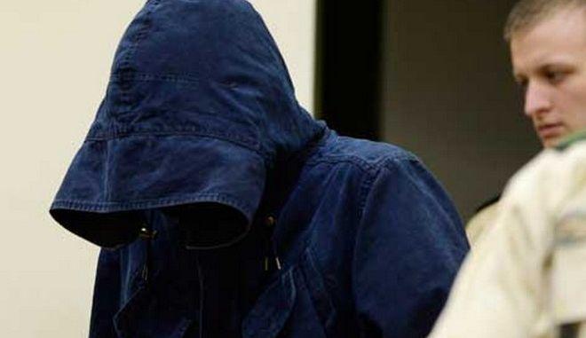 Σε 18μηνη φυλάκιση καταδικάστηκε 27χρονος για χιτλερικό χαιρετισμό