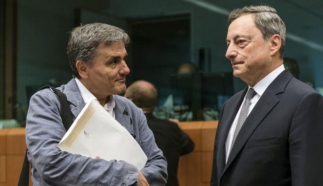 Ο υπουργός Οικονομικών Ευκλείδης Τσακαλώτος και ο πρόεδρος της ΕΚΤ Μάριο Ντράγκι