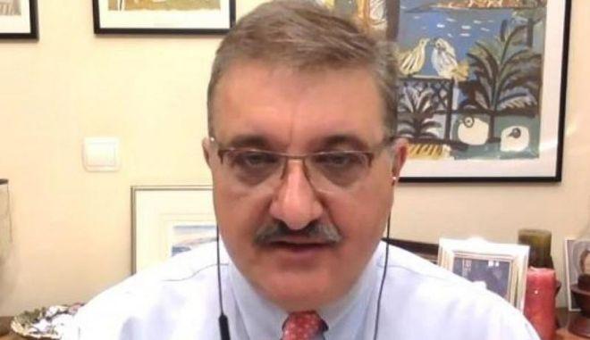 Φωτογραφία του Αθανάσιου Εξαδάκτυλου, προέδρου του Πανελλήνιου Ιατρικού Συλλόγου
