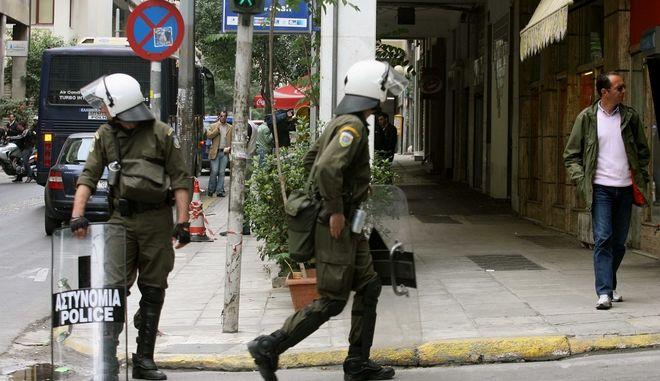 Αστυνομικός αυτοπυροβολήθηκε κατά λάθος στη Χαριλάου Τρικούπη