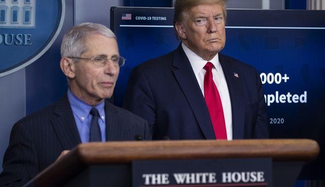 Τραμπ και Φάουτσι, τον περασμένο Απρίλιο.