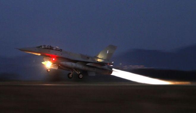 Ελληνικό πολεμικό αεροσκάφος F16 στη βάση του Αράξου