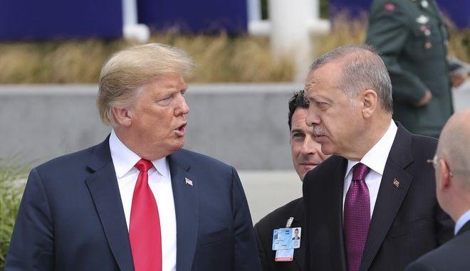 Οι πρόεδροι ΗΠΑ και Τουρκίας Ντόναλντ Τραμπ και Ρετζέπ Ταγίπ Ερντογάν σε σύνοδο του ΝΑΤΟ στις Βρυξέλλες τον Ιούλιο του 2018