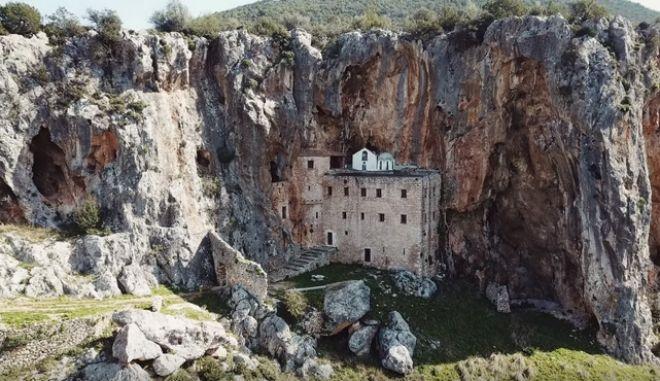 Μονή Αγίου Δημητρίου Αυγού: Το πανέμορφο δυσπρόσιτο μοναστήρι της Αργολίδας που θα σας καθηλώσει