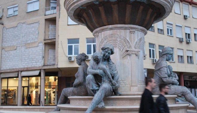 Τα αγάλματα της εποχής Γκρουέφσκι παραμένουν στη θέση τους