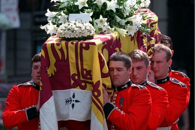 Πομπή μετά την κηδεία της Πριγκίπισσας Νταϊάνα