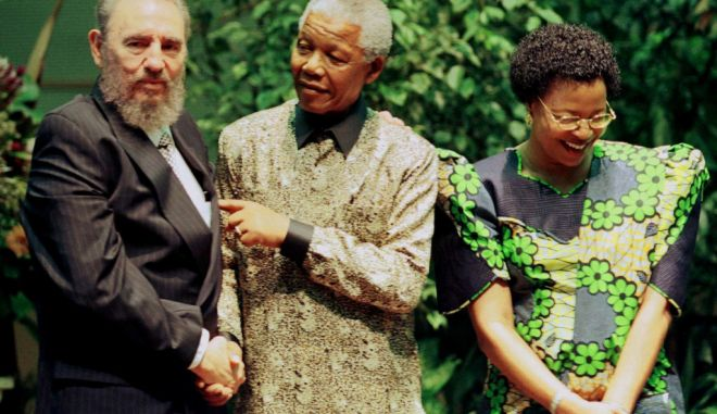 President Nelson Mandela (L) Cuban President Fidel Castro (C) and Graca Machel (R) pose for photographers September 2, during the Non-Aligned Movement Summit in Durban. Sixty heads of State are attending the meeting which runs until September 3.  JN/FMS - RTRGVX8