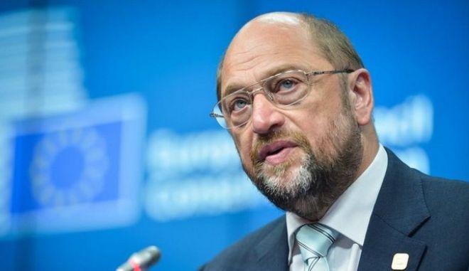 Σουλτς: Μίλησα με τη Μέρκελ. Θα κάνουμε τα πάντα για να μείνει η Ελλάδα στο ευρώ