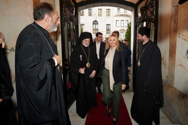 Η Μαρέβα Μητσοτάκη με τον Αρχιεπίσκοπο Αμερικής Ελπιδοφόρο
