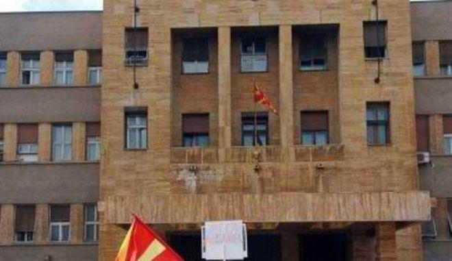 Χρεοκοπία της Ελλάδας ζητούν τα Σκόπια