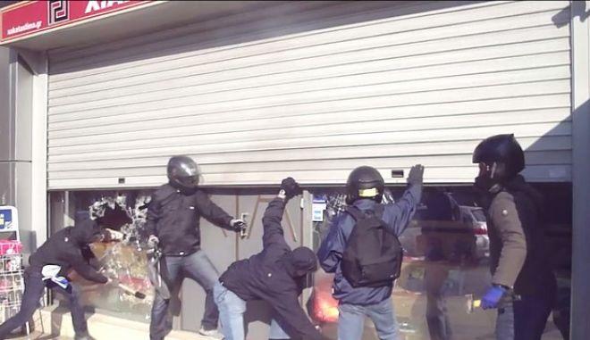 Η 'Ταξιαρχία Παύλος Φύσσας' πίσω από την επίθεση στα γραφεία της Χρυσής Αυγής