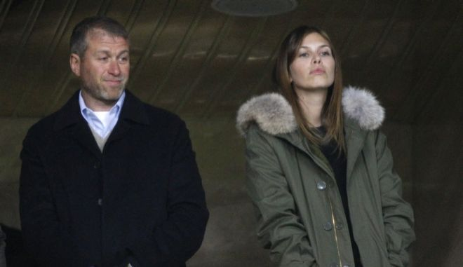 Russian billionaire Roman Abramovich, left, and his girlfriend Dasha Zhukova await the start of the Champions League soccer match between Chelsea and Spartak Moscow at the Luzhniki stadium in Moscow, Russia, Tuesday, Oct. 19, 2010. (AP Photo/Alexander Zemlianichenko)
