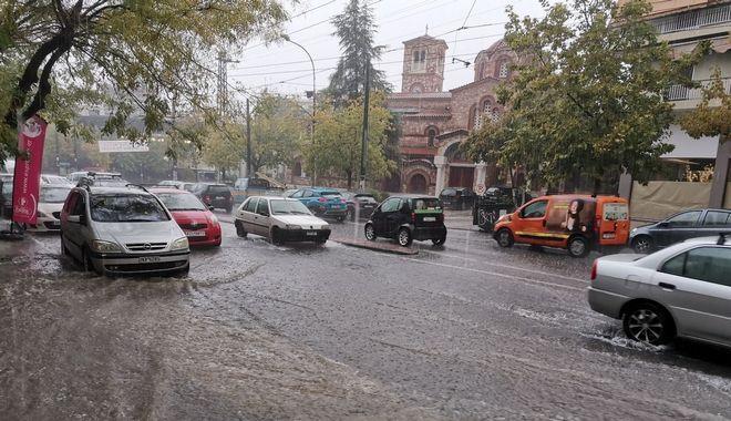 Κακοκαιρία Μπάλλος: Καταιγίδες στην Αττική - Σε εξέλιξη τα έντονα φαινόμενα σε όλη τη χώρα