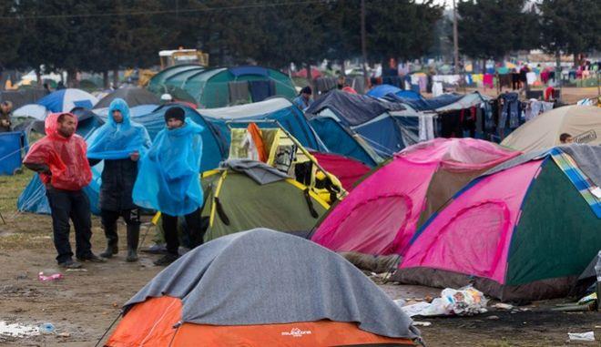 ΥΠΑΜ Αυστρίας: Λάθος μήνυμα να δεχτούμε πρόσφυγες από την Ελλάδα