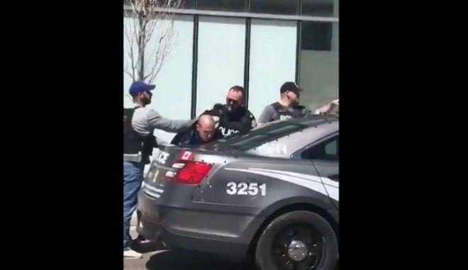 Η στιγμή της σύλληψης του οδηγού του βαν