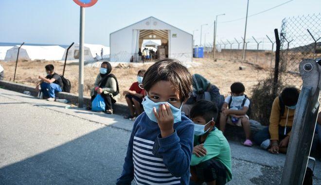 Μεταφορά προσφύγων και μεταναστών στην δομή του Καρά Τεπέ στην Λέσβο