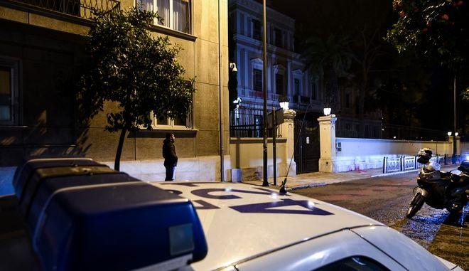 Επίθεση με μπογές στη Πρεσβεία της Ιταλίας