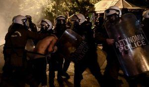 Στιγμιότυπο από τα επεισόδια στα Εξάρχεια, στο περιθώριο της πορείας για την 11η επέτειο από τη δολοφονία του Αλέξη Γρηγορόπουλου