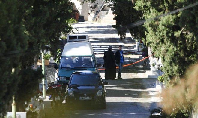 Δολοφονία μιας γυναίκας, η οποία ήταν ελεγκτής σε μεγάλη ΔΟΥ της Αττικής, σημειώθηκε χθες το απόγευμα στο Β' Νεκροταφείο Αθηνών, στα Πατήσια. Πέμπτη, 19 Οκτωβρίου 2017 (EUROKINISSI / ΣΩΤΗΡΗΣ ΔΗΜΗΤΡΟΠΟΥΛΟΣ)