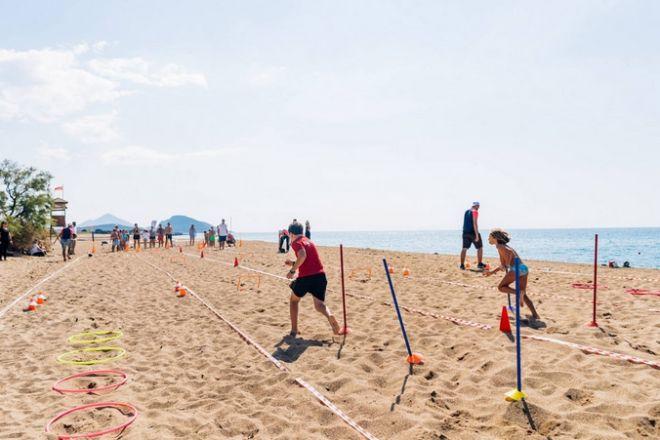 Beachathlon για γονείς και παιδιά με τον Ολυμπιονίκη και παγκόσμιο πρωταθλητή, Περικλή Ιακωβάκη