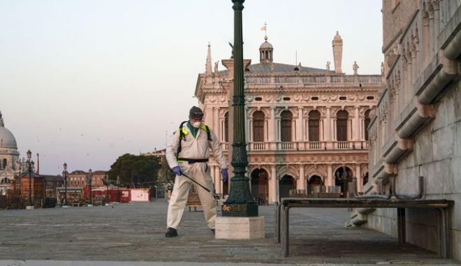Εργασίες απολύμανσης στη Βενετία