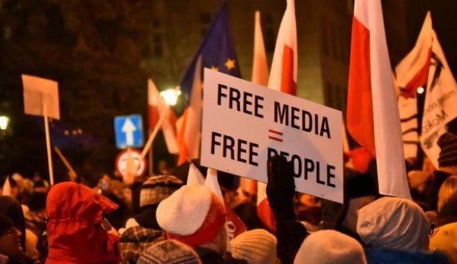Πολωνία: Φυγαδεύτηκε η πρωθυπουργός και ο πρόεδρος του κυβερνώντος κόμματος